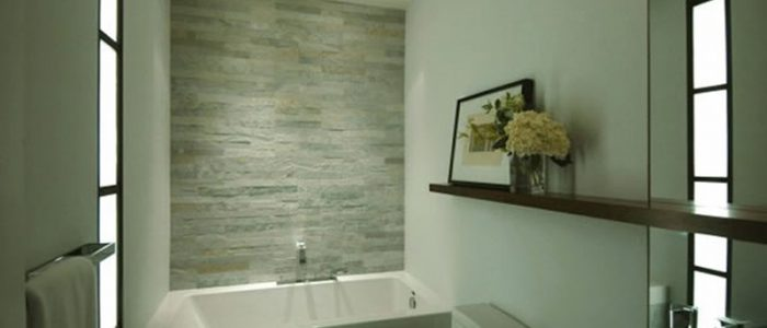 petite-salle de bain-baignoire-douche-go rénovaction